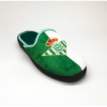 Zapatilla de Casa Verde y Blanca del Real Betis Balompie.